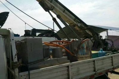 挖钻机液压油净化现场